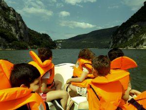 Plimbare cu barca in Cazanele Dunarii