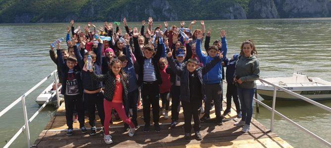 Bucuria copiilor – plimbare cu barca