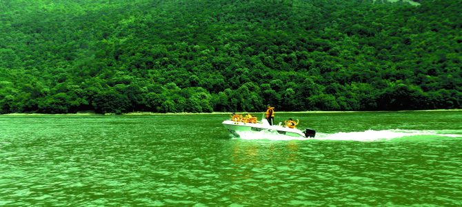 Cazanele Dunarii Plimbare Cu Barca