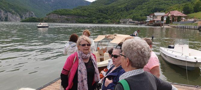 Pensionari din Sf. Gheorghe – Covasna la plimbare cu barca